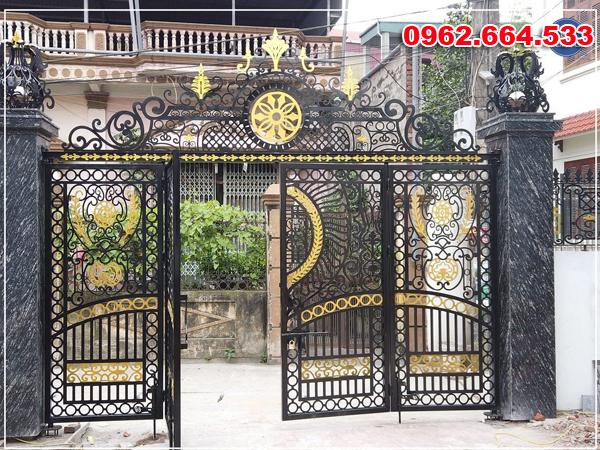 cổng chi tiết hoa đánh vàng đồng